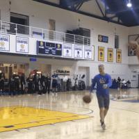 Stephen Curry tape un 93 sur 100 à trois-points à l'entraînement