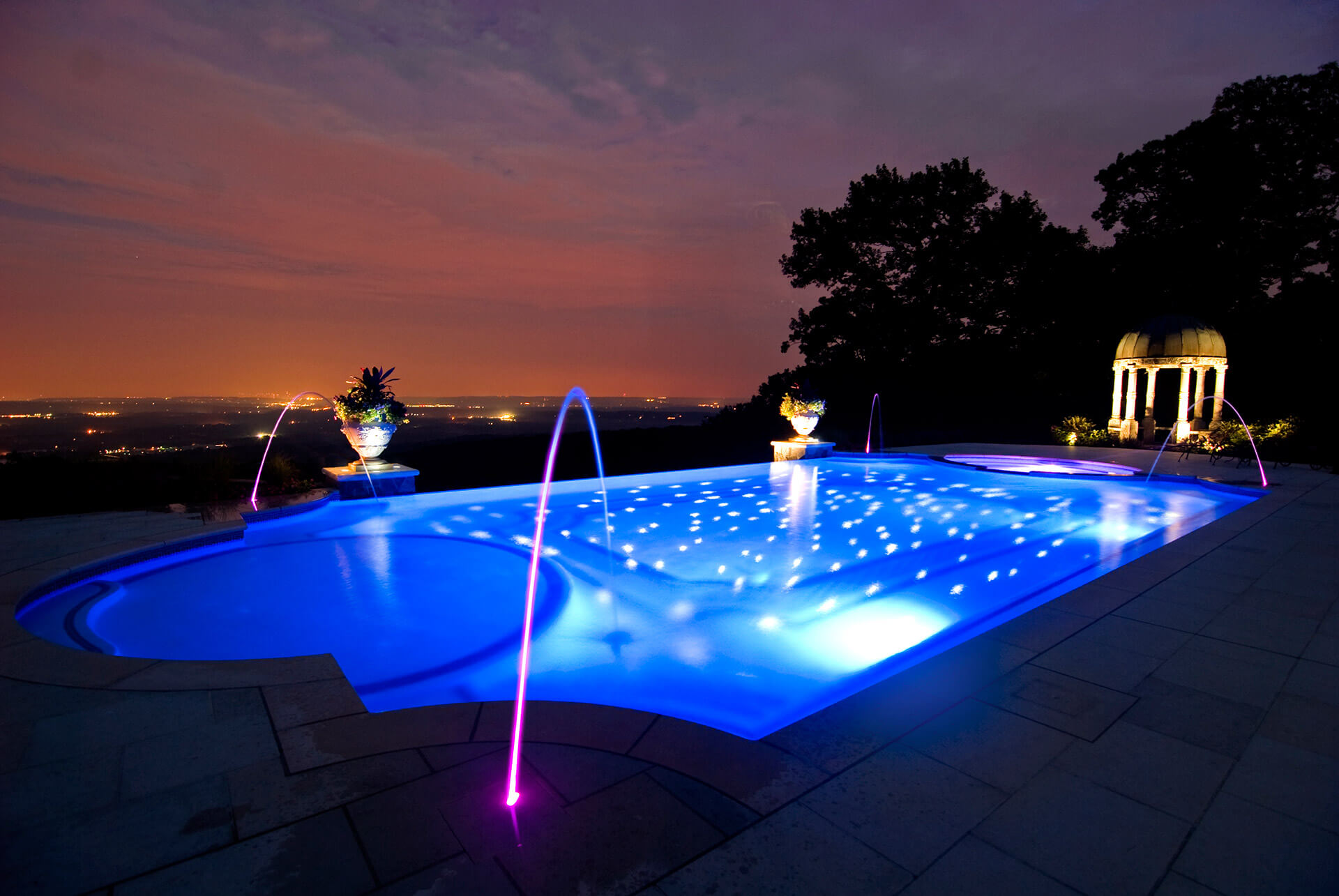 Custom Deck Jet Swimming Pool with Blue Lighting