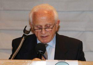 Our member Jerry Engel introduces our illustrious speaker Ben Lesser a Auschwitz camp survivor.
