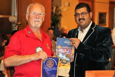 Robert Werner exchanged banners with a visiting International Rotarian.