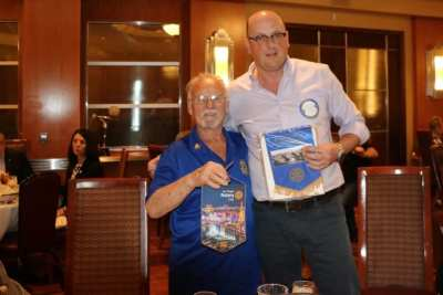 Bob Werner exchanged banners with a visitor from England