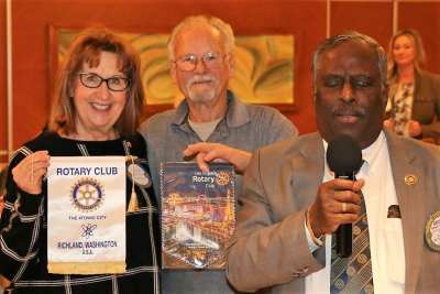 Bob Werner and Rampur exchanged banners with his visiting Rotarian from the Atomic City, Richland, Washington.
