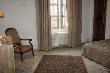 Clos-valdet-chambre-beige-02