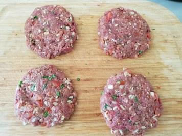 7/formez 4 boules et applatissez pour former le steaks