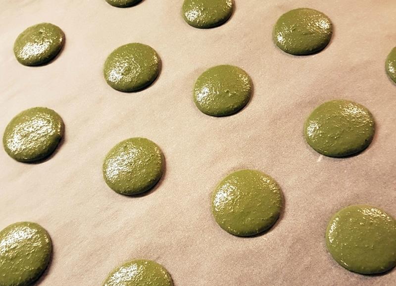 fabrication-macaron-pistache-boulangerie-patisserie-un-grain-gourmand-nantes