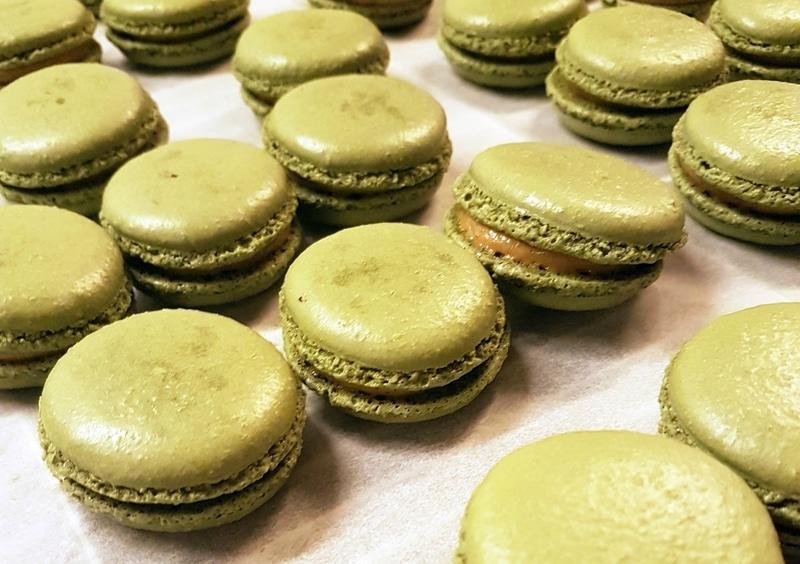 fabrication-artisanale-macaron-pistache-ungraingourmand-nantes