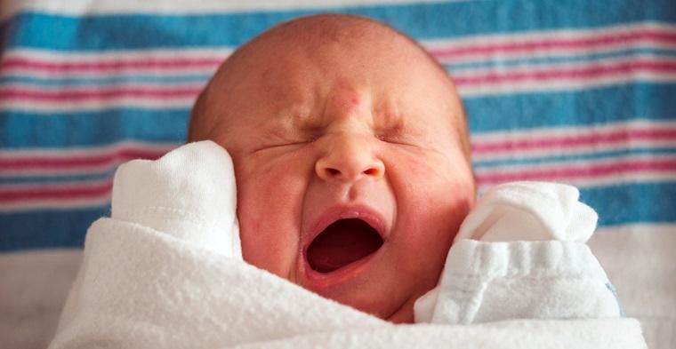 Revelan vínculo entre el autismo y el uso de anestesia general durante los partos por cesárea.