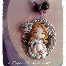 Il Magico mondo di Ploppi - Ciondolo con Camo Alice e Stregatto di Alice in Wonderland