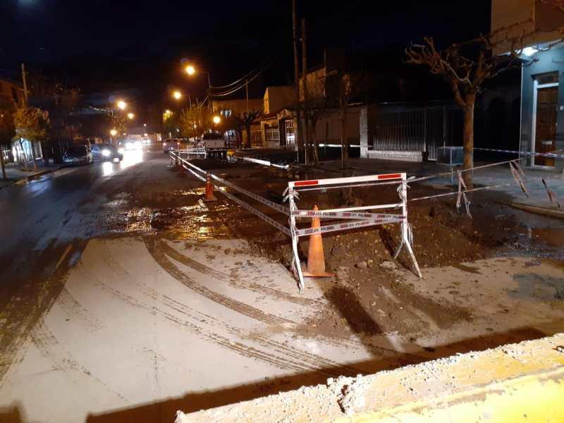 Circular con precaución en 20 de Junio, entre Arrayanes y Villarino