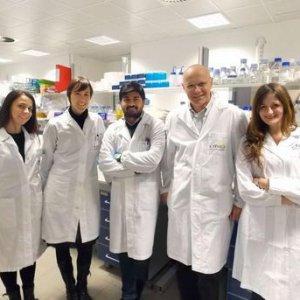 L'equipe di Trento che ha identificato la proteina Serinc-5