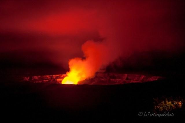 Hawaii vulcano Kilaue di notte