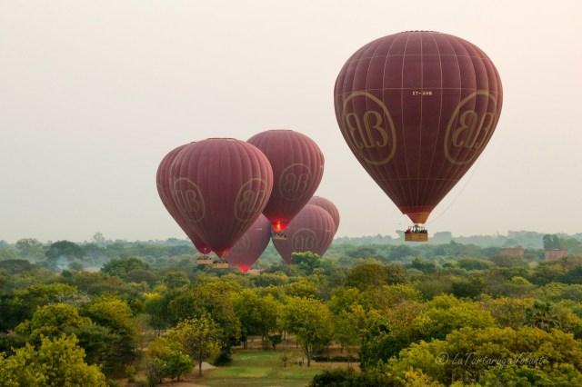 Myanmar balloning over Bagan alla partenza