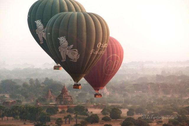 viaggio in Myanmar balloning over Bagan in viaggio