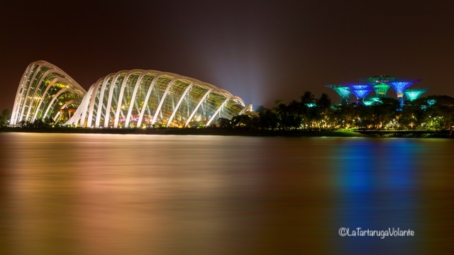 Singapore, Dome di notte