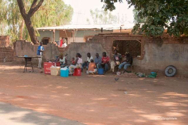 Malawi, amici al bar