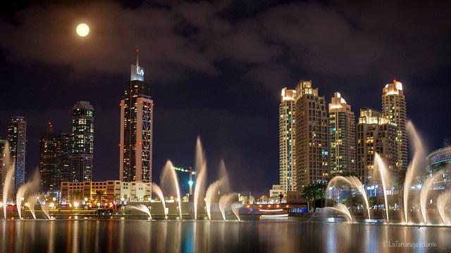 Dubai, fontane e la luna
