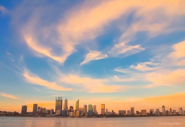Perth Skyline, auto e camper