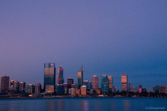 Perth di notte con sfumatura viola