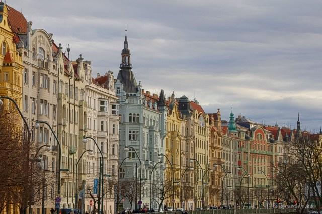 Praga, palazzi lungo il fiume
