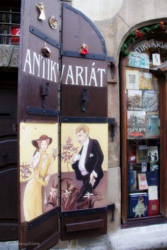 Praga, portone tipico in città piccola