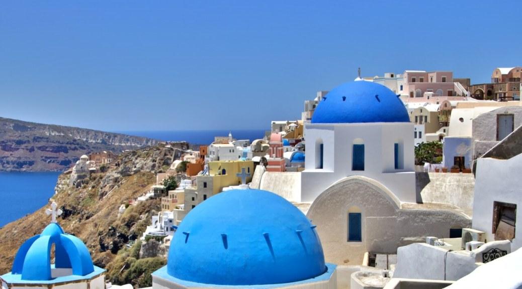 Santorini e le 3 cupole blu