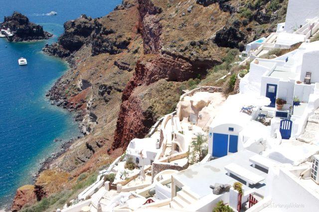 come organizzare un viaggio a Santorini e le case in discesa