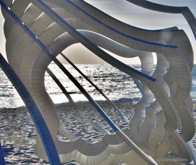 sculture in riva al mare, conchiglia