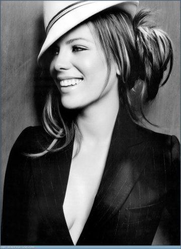 Kate_Beckinsale-babe-young-stunning-chicki-sexy-smoking-hot_thumb_585x795