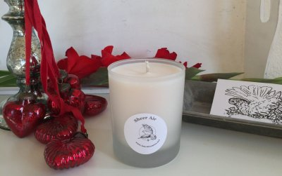 essential oils of lavender, myrtle and cedar. Fresh and spicy fragrance with woody base notes, especially beneficial for inhalation and spoiling yourself with a sweetly fragranced bath.