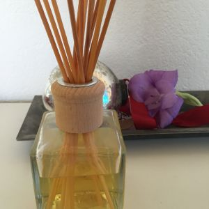 Spirited and uplifting green floral with lemon, bergamot, mint, soft amber and earthy oak moss