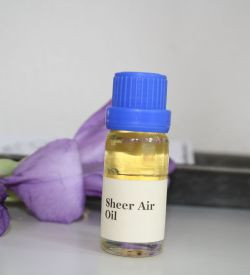 Fresh and spicy fragrance with woody base notes, lavender and myrtle