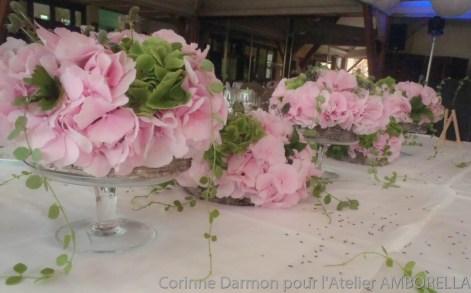 centre de table hortensias et lavande pour un mariage amborella by corinne. Black Bedroom Furniture Sets. Home Design Ideas