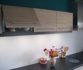 Cuisine en bois sur mesure meuble haut