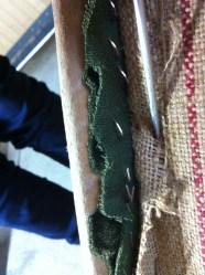 fixation des différentes épaisseurs du tissus du dossier