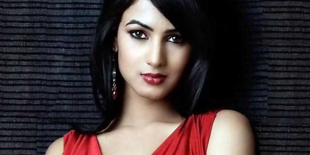 Sonal Chauhan Hot Photos Unseen Pics Images Wallpapers