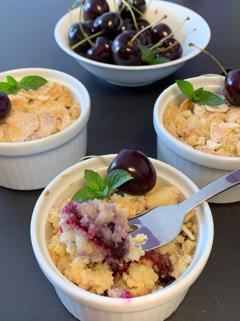 Glutenfree crumble with cherries and white chocolate