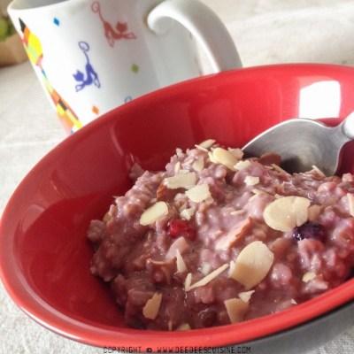 Porridge aux fruits rouges et noix