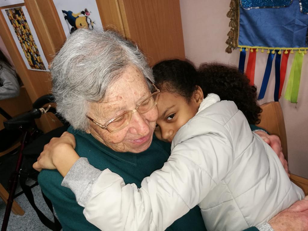 No Dia dos Namorados, idosos e crianças partilham conversas sobre o amor