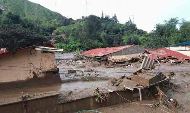 Die Ortschaft Barba Blanca liegt im Distrikt Callahuanca in der Provinz Huarochirí
