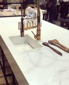 Bancada de cozinha com cuba esculpida