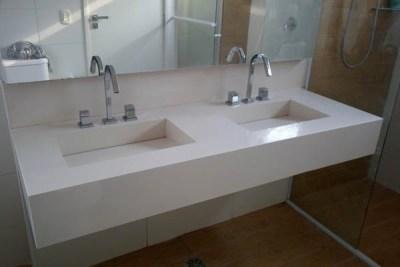 Bancada de banheiro com cubas esculpidas