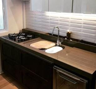 Bancada de cozinha com calha úmida