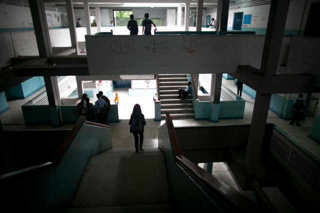 caracas public high school