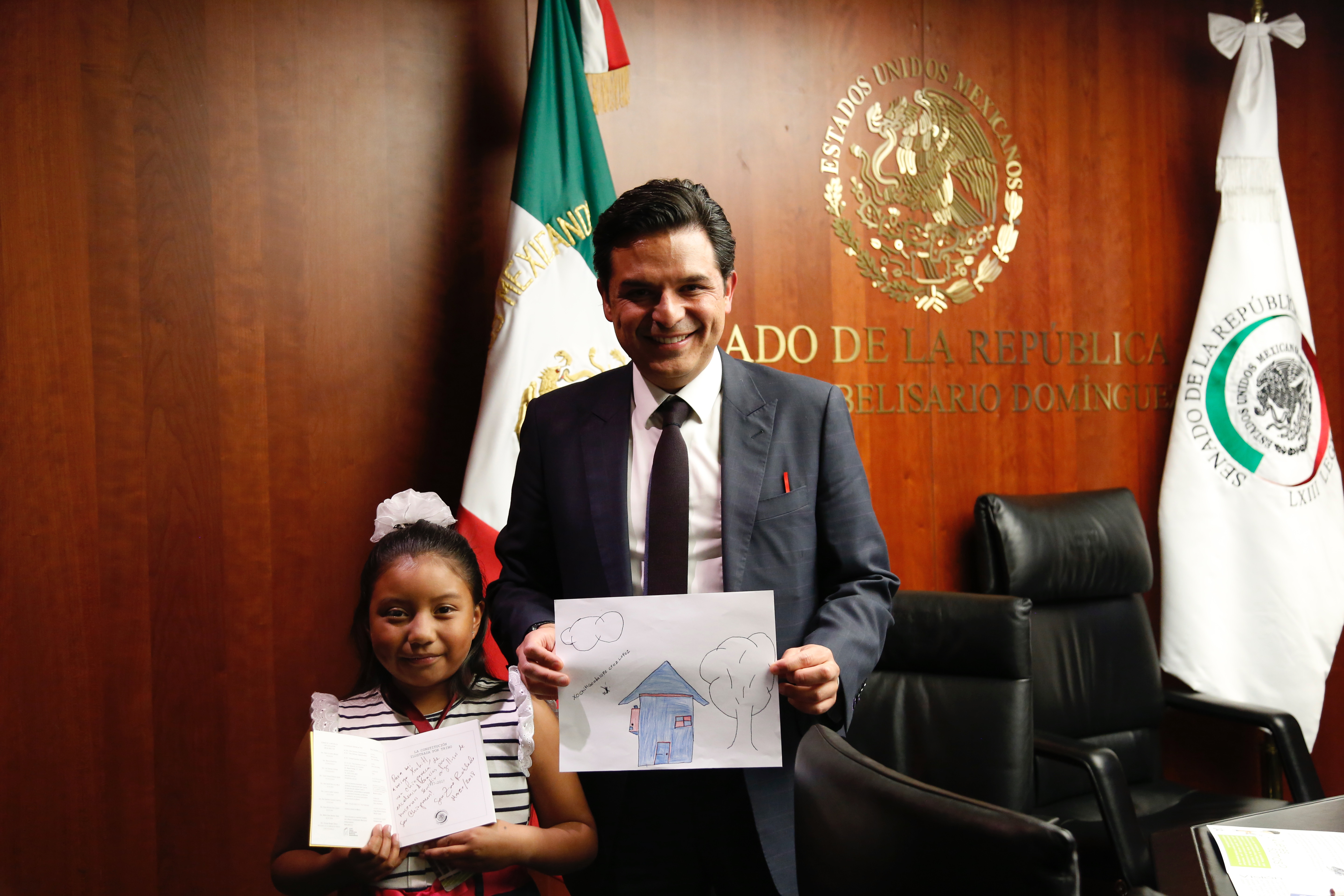 In Mexican Education Forum, 9-year-old Xóchitl Guadalupe Cruz López gives a speech asking Andres Manuel Lopez Obrador to save Science Education.