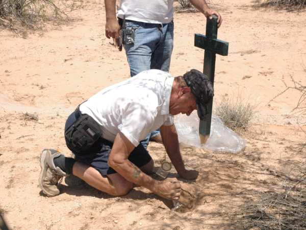 Ángeles del Desierto Offers Humanitarian Help to Migrants Lost in the Desert
