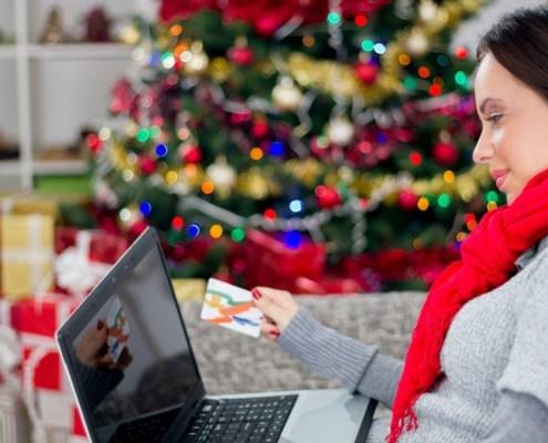 Holiday sales social media