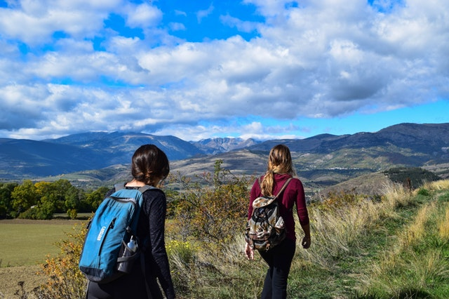 smart-travel-tips-to-staying-safe-while-backpacking-advice-for-latina-backpackers