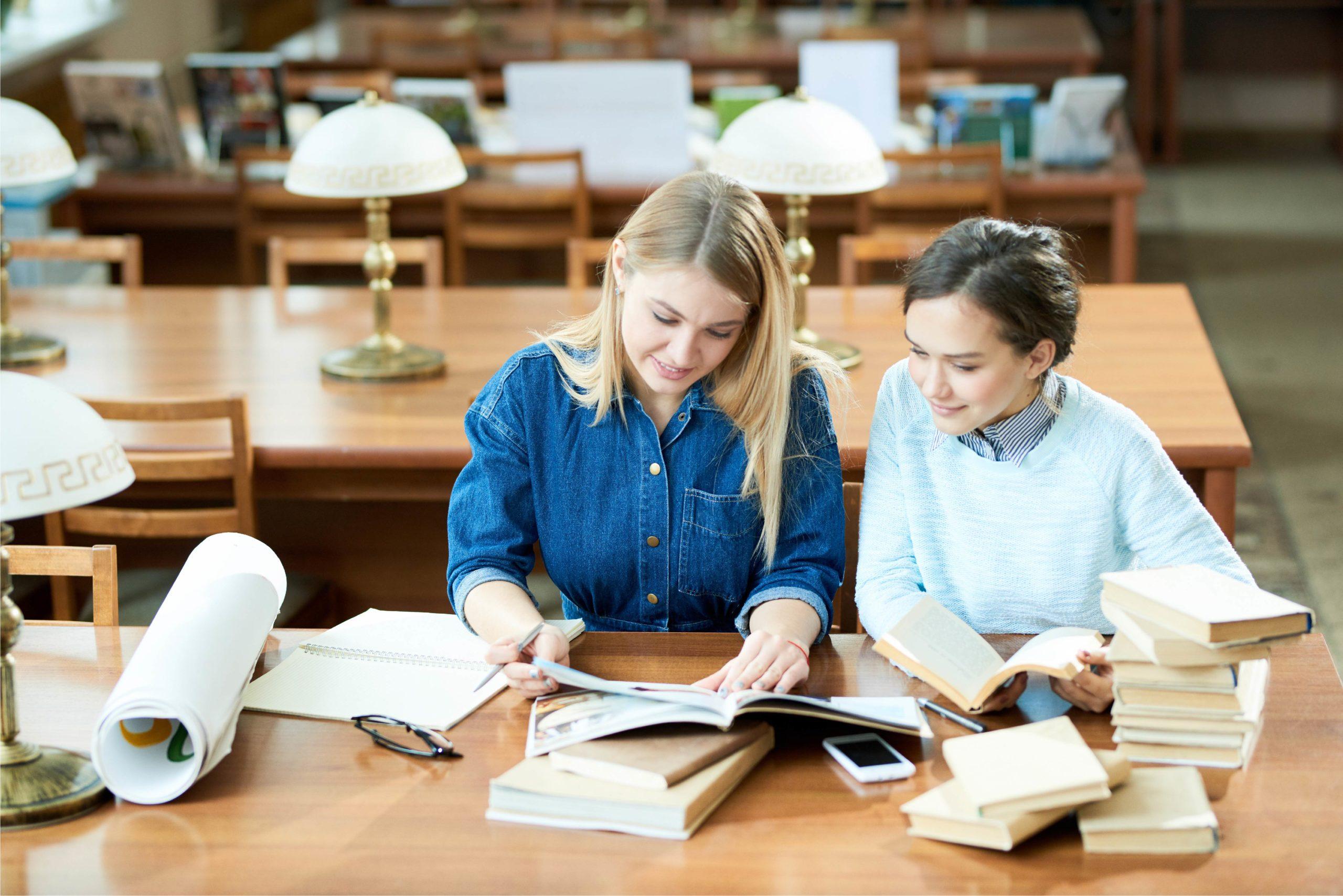 Qué tipo de usuarios tienen hoy las bibliotecas universitarias