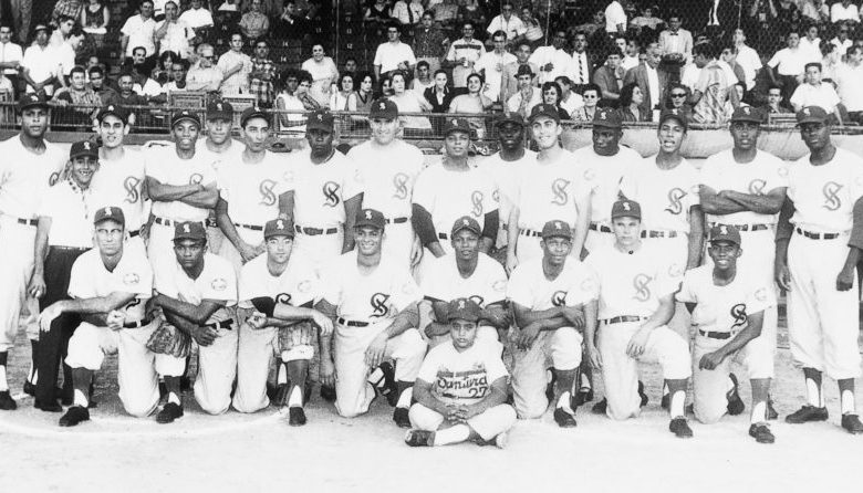The Cangrejeros de Santurce in the late 1950s included future Hall of Famers Orlando Cepeda (l.) and Bob Gibson (r.)