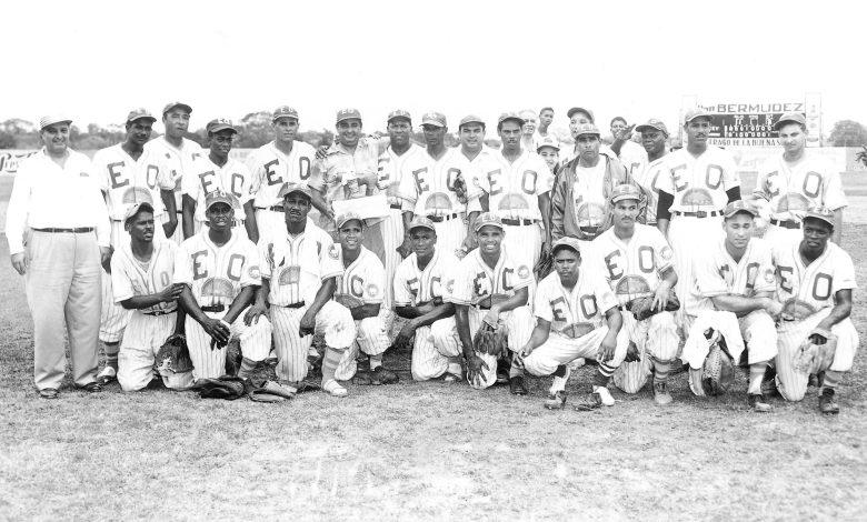 The Estrellas Orientales of San Pedro de Macoris' 1954 championship team.
